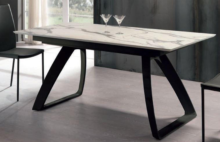 tavolo moderno gambe nere arredamenti divani torino