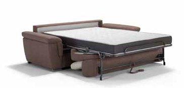 divano letto marrone e beige con letto completamente estratto