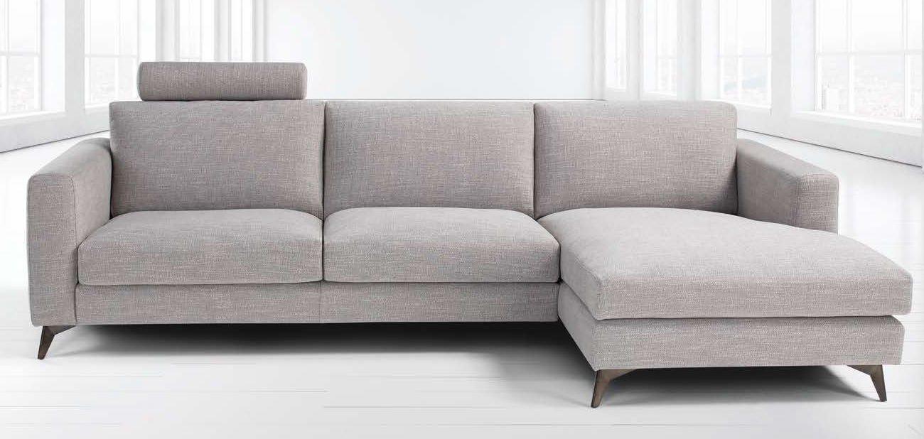 divano bianco con penisola