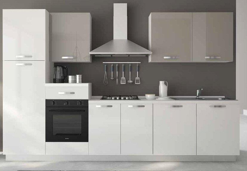 cucina con colonna frigo, forno piano cottura basi e pensili mobilificio torino e rivoli